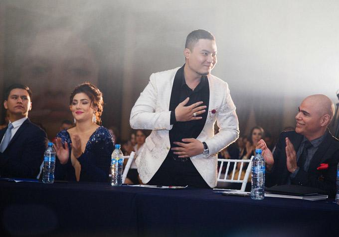 Đức Vincie từng hỗ trợ trang phục cho đại diện của Mexico thi Miss Grand trên Việt Nam. Khi cuộc thi kết thúc, những người bạn Mexico giữ liên lạc với căn hộ thiet ke Việt và ngỏ lời mời anh chấm thi Miss Mexico 2018. Đức Vincie mặc lịch lãm ngồi ghế nóng vòng bán kết Miss Mexico.