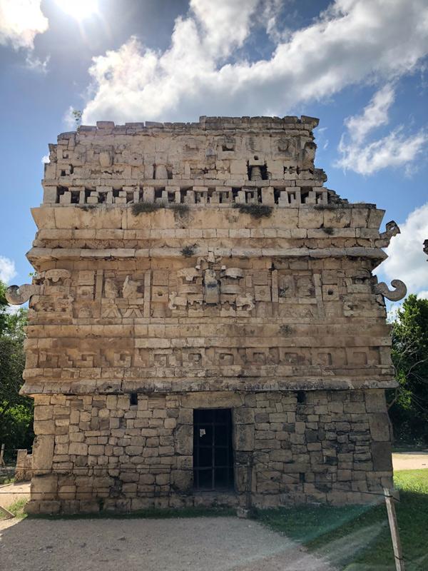 Người Maya cổ đại đã để lại giàu công trình kiên cố, ấn tượng.