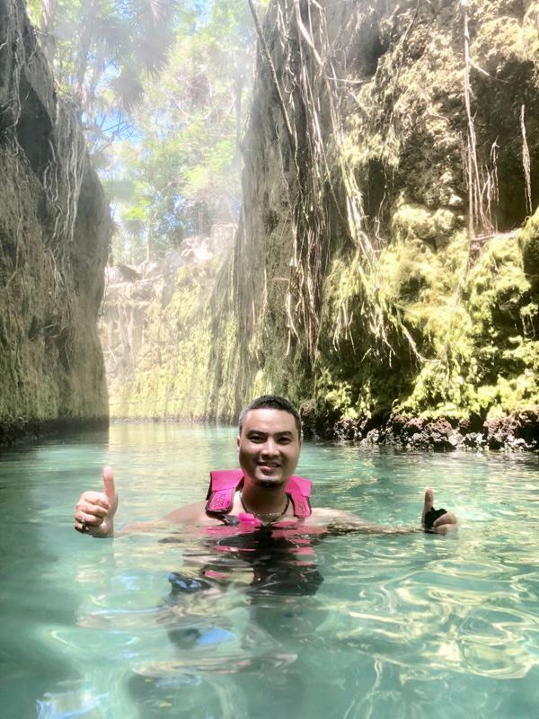 Trong công viên này có kênh nước cực kỳ đẹp, du khách có thể thoả thích bơi lội giữa các bức tường đá.