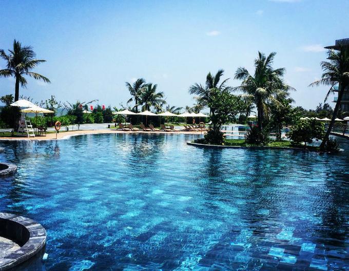 Bể bơi chính cũng là bể bơi nước mặn lớn nhất Việt Nam với khoảng trống 5.100m2. Diện tích đáng nể cùng đặc trưng làm cho vị trí đây phát triển thành điểm check in khá hot trong 2 mùa hè vừa qua.
