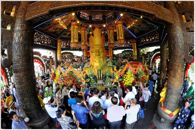Dự lễ hội tại Suối Tiên dịp Giỗ tổ Hùng Vương và đại lễ