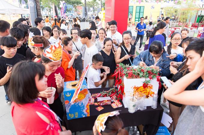 Khán giả Đà Nẵng tham gia thách thức đồ ăn nóng cùng dàn sao