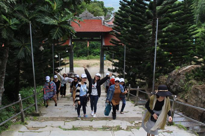 Lựa chọn đơn vị cung cấp tour chuyên nghiệp, uy tín sẽ giúp du khách có chuyến đi thoải mái.