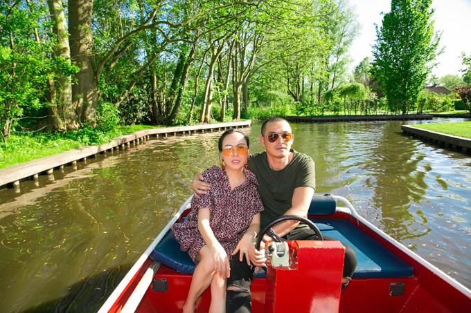Quách Ngọc Ngoan và bạn gái vi vu Hà Lan cùng ông bầu Vũ Khắc Tiệp