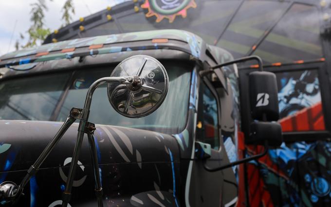 Quán cà phê xe đầu kéo container tại Sài Gòn