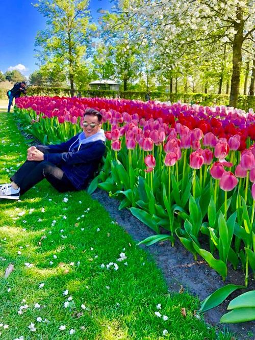 Sao Việt say lòng trước `thảm hoa` tulip khổng lồ ở Hà Lan