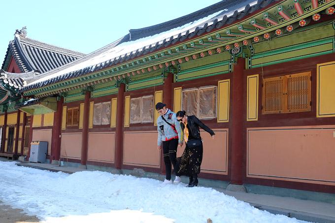 Đền Woljeongsa là di tích văn hóa nổi bật củathành phố Pyeongchang, tỉnh Gangwon. Ngôi đền được xây dựng trong triều đại Silla (57 TCN - 935) và tới nay đã có hơn 1.000 năm tuổi.