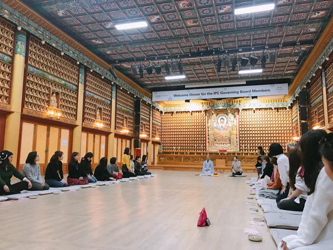 Woljeongsa có chương trình trải nghiệm cuộc sống trên đền với những bài học lịch sử, trà đạo, thiền, làm đèn lồng hoa sen,vòng nguyện ước...