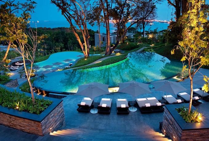 Khách sạn chỉ phương pháp biển vài phút đi bộ, vớitổng cùng 112 phòng đầy đủ hướng ra biển. Giá tham khảo 1 đêm là hơn 300 USD, giá tiền ko quá cao so với mức giá du lịch tại Singapore, đặc biệt là tại hòn đảo Sentosa đắt đỏ.