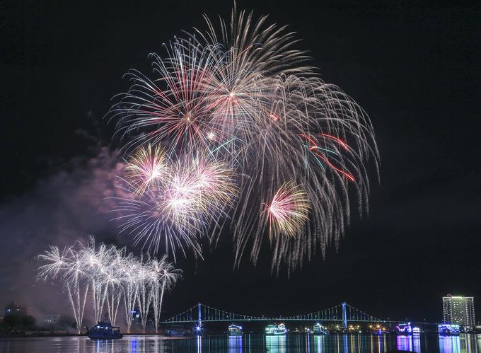 \`Bữa tiệc pháo hoa\` của Thụy Điển và Bồ Đào Nha ở Đà Nẵng