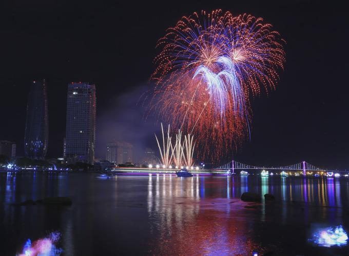 \`Bữa tiệc pháo hoa\` của Thụy Điển và Bồ Đào Nha trên Đà Nẵng