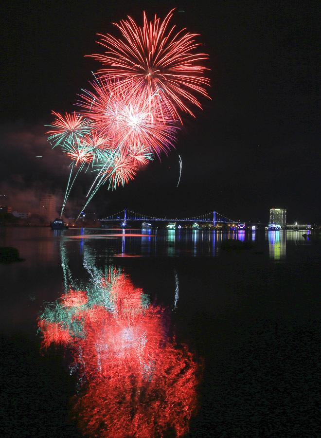 \`Bữa tiệc pháo hoa\` của Thụy Điển và Bồ Đào Nha tại Đà Nẵng
