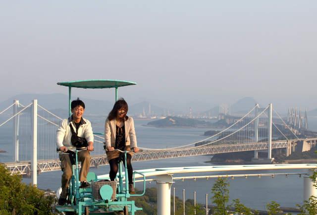 Đạp xe giữa không trung – trò chơi `rớt tim` ở Nhật