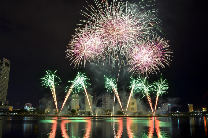 Đêm pháo hoa `Nhịp cầu khát vọng` kết thúc rực rỡ