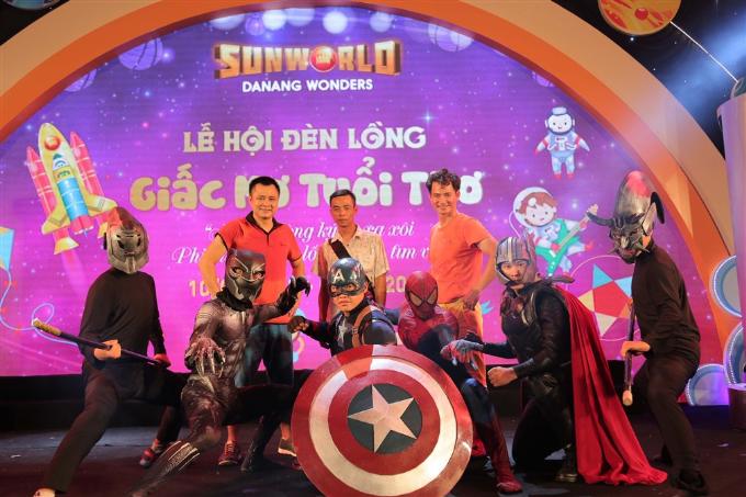Xuân Bắc, Tự Long xuất hiện trong đêm khai mạc lễ hội đèn lồng Đà Nẵng